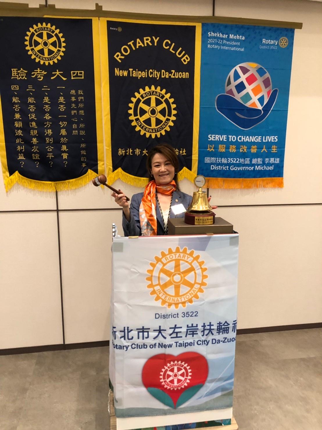 新任社長林秀樺(圖中),她說未來一年,她將繼續與全體社友為大左岸地區的繁榮幸福而努力。